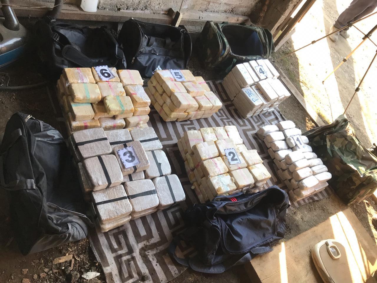 Закарпатському наркокур'єру, вдома у якого знайшли близько 130 кг героїну, погоджено підозру (ФОТО), фото-2