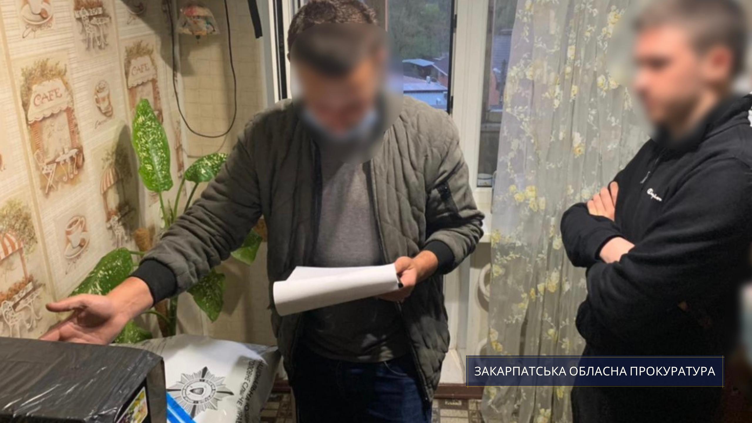 Розклеювачам антиугорських листівок на Закарпатті загрожує по п'ять років ув'язнення